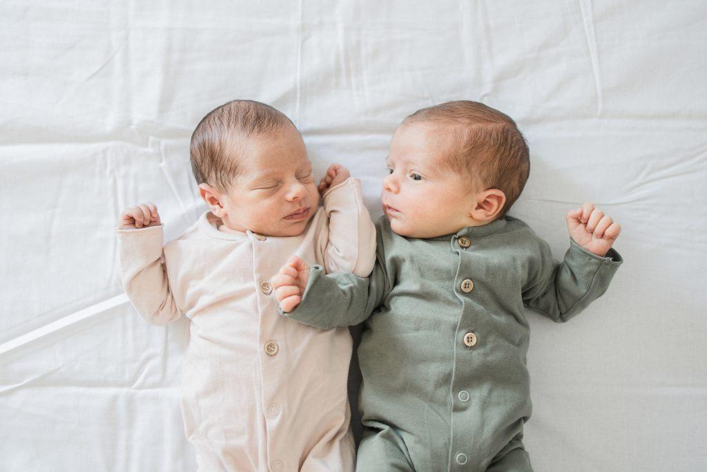 Tweeling newbornshoot en newbornvideo